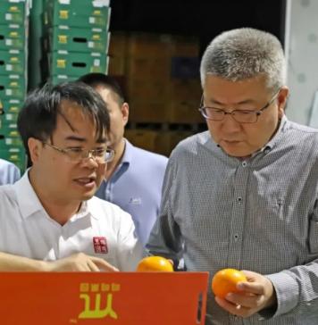 产业振兴▕ 邮储银行广西区分行行长王志平一行莅临鸣鸣果园调研